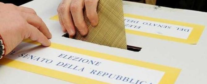 Schede sbagliate a Roma e Palermo. A Napoli scrutatrice strappa la lista elettorale