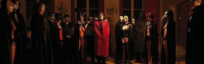 Quegli strani riti iniziatici alla Bocconi, con maschere e spade come nel film di Kubrick
