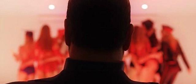 Il trailer del film su Berlusconi: balletti hot, Dudù e la piramide massonica…