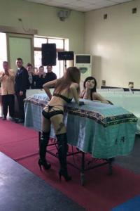 funerali-porno-obitorio