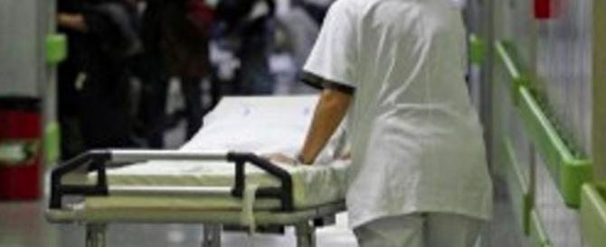 Prelevava col bancomat dei ricoverati: infermiera presa con bottino di 50mila euro