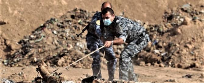 Iraq, trovata fossa comune di cristiani: molti addosso avevano piccole croci