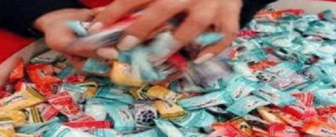 Un ladro tutto matto: ruba caramelle all'oratorio e si mette il passamontagna