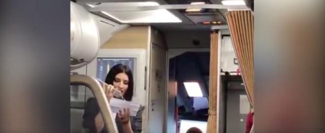 """Laura Pausini hostess per un giorno per presentare """"Fatti Sentire!"""" (video)"""