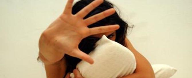 Riempie di botte la moglie che prova a sottrarsi all'ennesimo abuso: arrestato tunisino