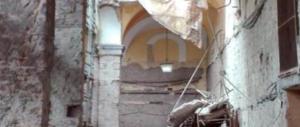 Napoli, crolla il muro di un ex monastero: è grave un operaio ferito