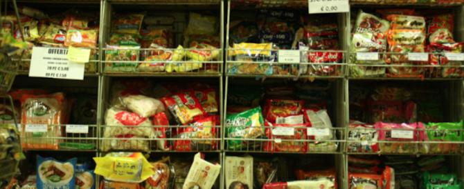 Sequestrata a Milano una tonnellata di cibo avariato: denunciato un cinese