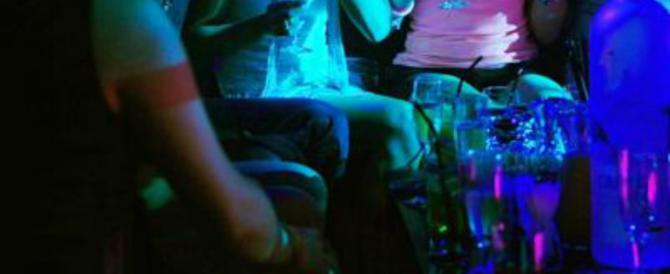 Le ballerine di un night club di Siena si prendono a bastonate e spaccano tutto