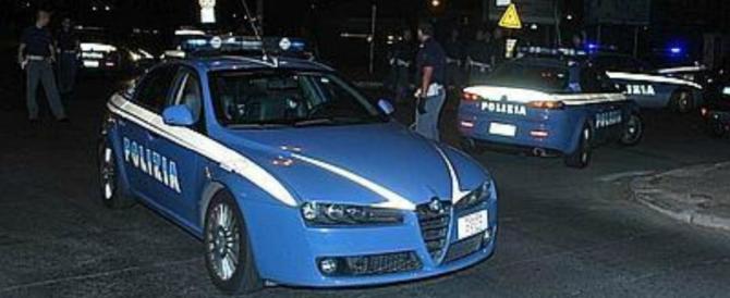 Roma, straniero colpisce le auto con una spranga di ferro in pieno centro