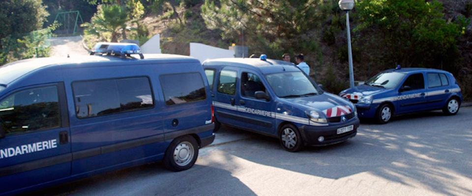 Francia, auto scagliata contro militari: sale a due il numero degli arrestati