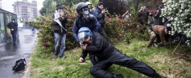 Le parole di un poliziotto: «Paghiamo il prezzo di una democrazia a senso unico»