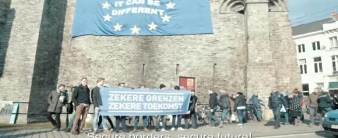 """Assalto al castello contro la bandiera Ue. Il blitz del gruppo """"Scudo e Amici"""" (video)"""