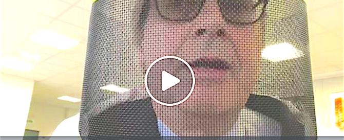 L'ultima provocazione di Sgarbi: «Ecco come difenderci dai grillini…» (video)