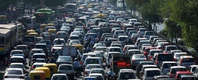 Roma, buche e strade chiuse: traffico in tilt e cittadini infuriati