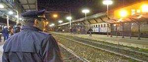 Fidenza, delirio in stazione: africano sputa e vomita odio contro una ragazza: è un rifugiato