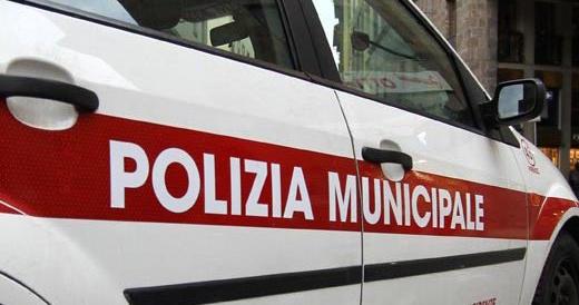 Firenze, immigrato clandestino ubriaco aggredisce e molesta i passanti