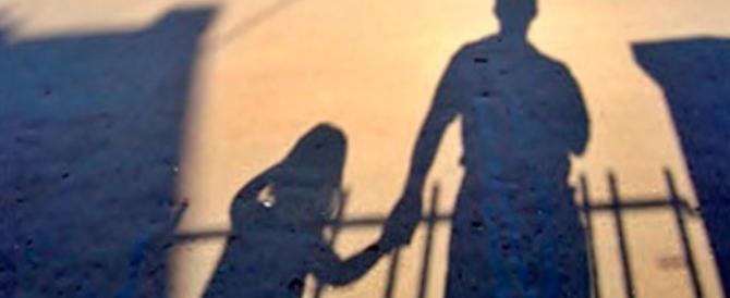 Le due figlie alla madre: «Da anni papà ci violenta». E si scopre un dramma