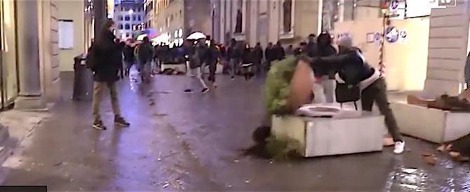Rumeno segue e minaccia un ragazzino con la lametta, per 15 euro