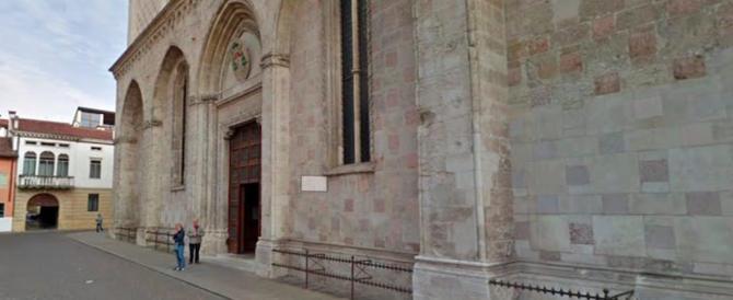 Un altro sfregio: immigrato si masturba nel Duomo durante la Messa