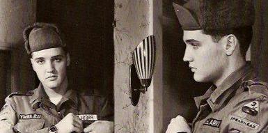 Elvis Presley durante il periodo in cui era soldato dell'Esercito Usa in Germania