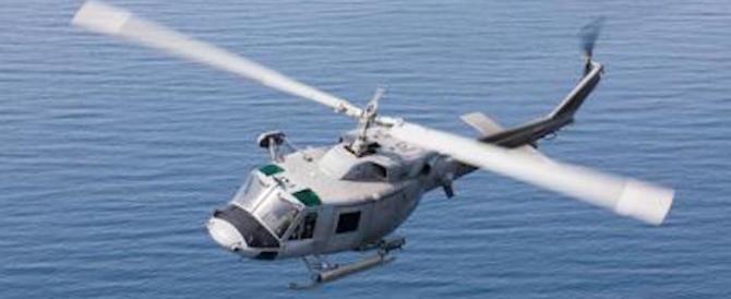 Precipita in mare un elicottero della Marina: è morto un militare