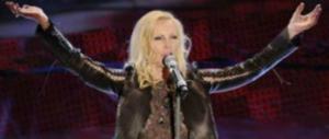 Patty Pravo rivela: «Sono stata io a picchiare Beppe Grillo sul palco»