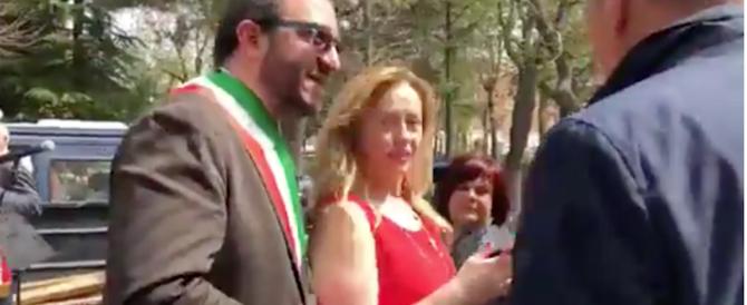 Meloni all'Aquila: «Ora basta. L'Europa non scherzi con la ricostruzione» (video)