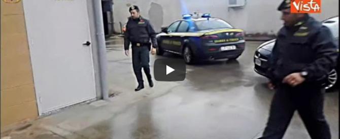 Due arresti per traffico d'armi: prodotte a Pomezia, erano vendute agli arabi