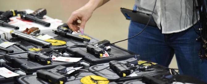 Vendita di armi illegali su due siti web: taser, tirapugni, pugnali e katane