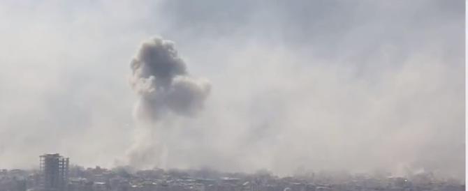 Siria, 70 morti in un attacco chimico su Duma. Ma Damasco nega tutto