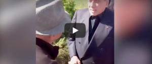 Berlusconi, show col pastore molisano: «Invecchierà». «Mi posso toccare?» (video)