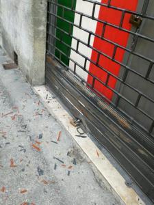 La saracinesca di CasaPound a Firenze, dopo la deflagrazione