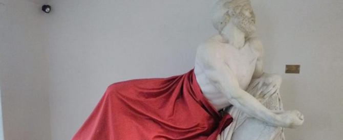 Al convegno sull'Islam coperta con un drappo la statua di Epaminonda