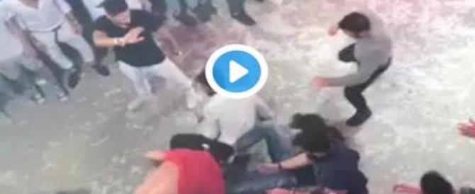 Niccolò, massacrato in discoteca. Il papà: il video non basta, contattatemi (VIDEO)