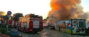 Roma, ennesimo rogo al campo rom La Barbuta: protesta Forza Italia