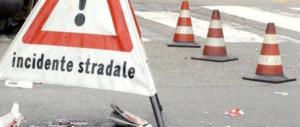 Carrara, sangue sull'asfalto. Auto si ribalta e finisce sulla cancellata: morti 4 ragazzi