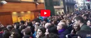Stupro di gruppo in Spagna, anche le suore di clausura partecipano alla protesta (video)