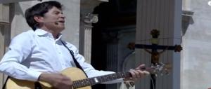 Morandi e Guccini a San Pietro dal Papa: show a sorpresa (video)