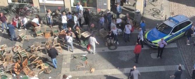 Torna il terrore in Germania, furgone sulla folla a Münster: morti e feriti