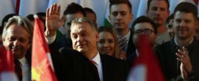 La destra europea saluta il trionfo di Orban: «Basta con l'arroganza della Ue»
