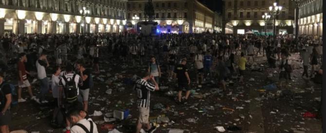 Panico a piazza San Carlo, arrestati otto magrebini. Usarono spray urticante (video)