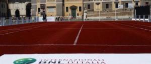 """Campi di tennis a Piazza del Popolo, Raggi presa a """"pallate"""""""