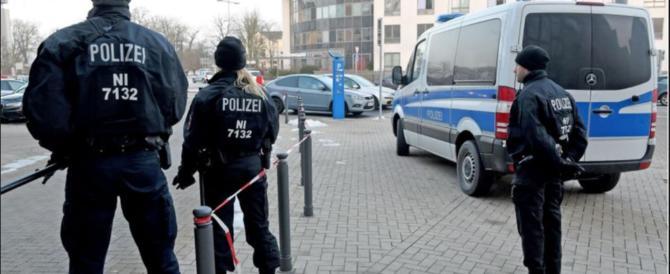 Paura in Germania, accoltella i dipendenti di un panificio. La polizia lo uccide