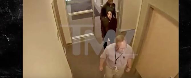 Stanco e smagrito: ecco Prince dal medico il giorno prima di morire (video)