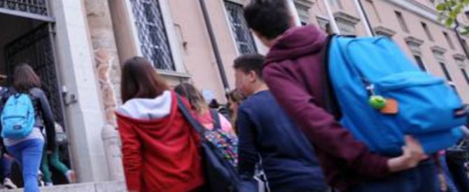 Scuola, studenti in rivolta per il bagno: «Possiamo andarci solo in alcune ore»