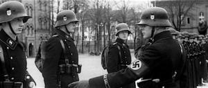 "Chi indossa una svastica in bella vista entra gratis a vedere ""Mein Kampf"""