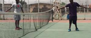 Immigrati a lezione di tennis nei centri Caritas: paga il Comune di Firenze