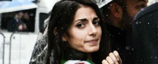 """M5S nel caos a Roma: schiaffi, insulti e nuove dimissioni. La Raggi """"piange"""""""