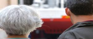 Roma, il dramma di una 81enne: sequestrata e rapinata dai rom