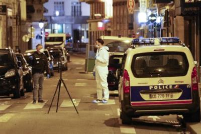 Parigi, 21enne ceceno e già schedato il terrorista che ha ucciso un ragazzo, l'Isis rivendica